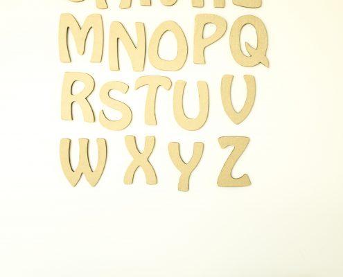 Objets en carton ondulé: alphabet en carton ondulé, alphabet latin