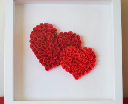 Fleurs en papier : 2 coeurs de roses miniatures dans cadre