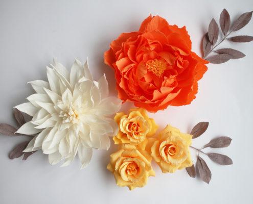 Fleurs en papier : composition pour décoration murale