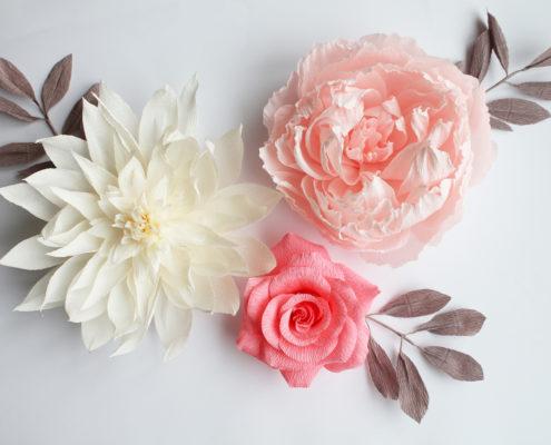 Fleurs en papier pour décoration murale