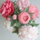 Pivoines blanches, roses et corail, en papier